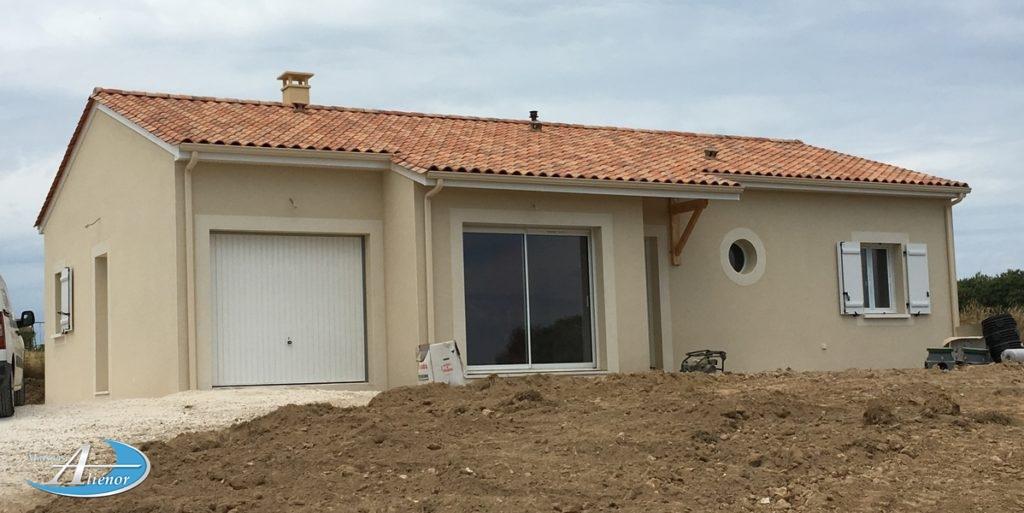 Maison de plein pied 3 chambres, garage.sur un terrain de 1350 m².