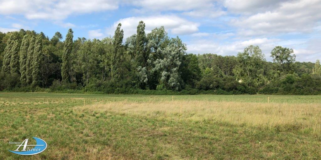 Beau terrain plat de 1600 m² proche de toutes commodités