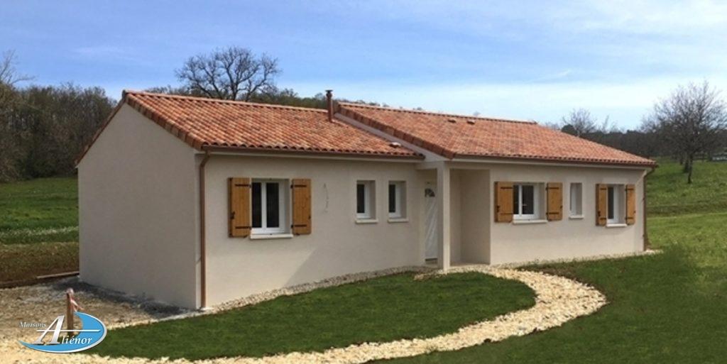 Maison traditionnelle de 70 m², 2 chambres avec placard et garage.Contacter Matthieu pour plus de renseignements,