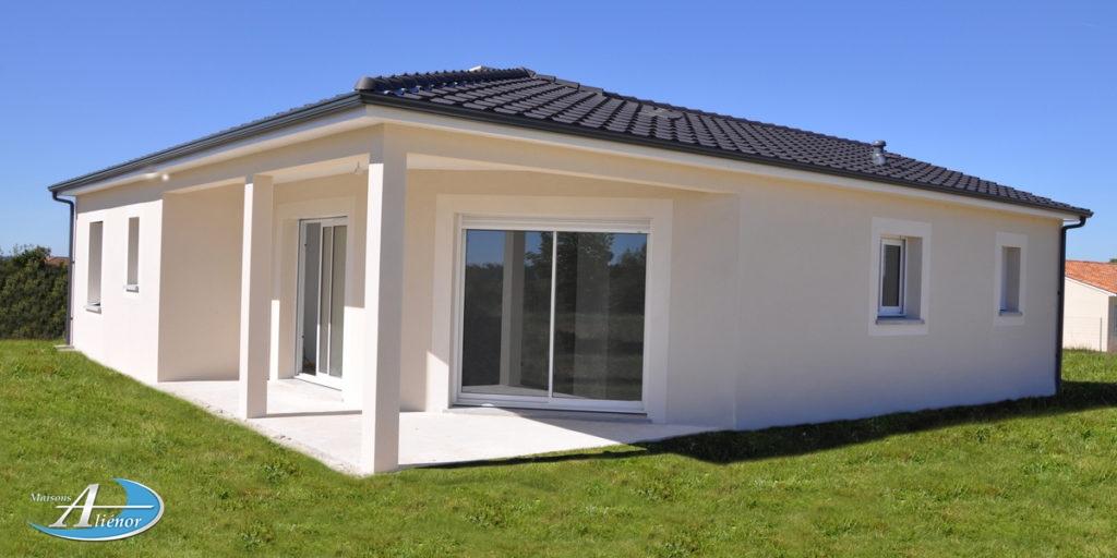 ◊Maison à bâtir à Champcevinel. Construisez avec nous votre maison de plain pied, aux normes RT 2012, sur un beau terrain de 1 350 m² dans un endroit très calme, ensoleillé et disposant d'une magnifique vue. Toutes commodités à proximité ( école, boulangerie, commerces, ... ) Terrain avec un espace boisé, donnant sur un pré en herbe qui le restera. Pas de vis-à-vis quand vous serez dans votre jardin. Votre maison dispose de belles chambres avec placards, d'une salle de bains avec douche italienne, sèche serviettes, simple vasque, un WC indépendant, une grande pièce de vie avec cuisine ouverte donnant sur séjour très lumineux. Cette maison fonctionnelle dispose également d'une buanderie donnant sur la cuisine.La maison est carrelée, les chambres peuvent recevoir un parquet. Chauffage PAC Air / Air, vmc hygroréglable, volets roulants électriques. Étude financière gratuite et personnalisation du plan possible ! Frais annexe compris : Eau, Edf, téléphone, assainissent, avec terrassement et remise en état des terres. Pour plus de renseignements, merci de contacter Cindy au 07 72 66 83 5