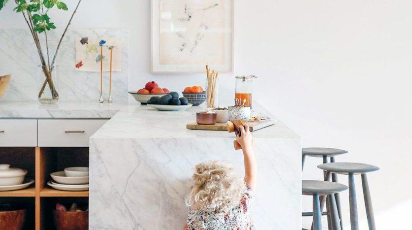 se-mettre-a-la-hauteur-des-enfants-pour-amenager-la-cuisine