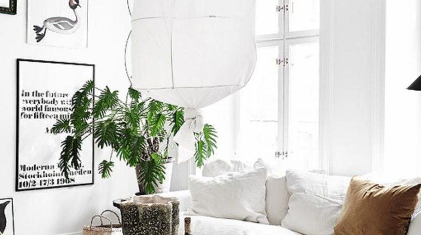 un-salon-lumineux-avec-un-blanc-dominant-maisons-aliénor-périgord-constructeur-maisons-individuelles
