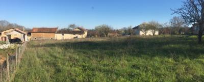 Terrain 1656 m² 44000€ réf BOMJ50 Une Rareté aux vues des terrains PLATS immédiatement disponibles autour de Périgueux ! Terrain en herbe constructible, à SAINT LAURENT SUR MANOIRE. Exposition plein sud.
